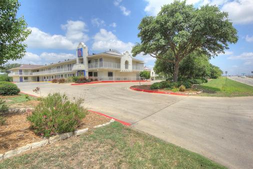 Motel 6 San Antonio - Fiesta - San Antonio - Toà nhà