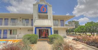 Motel 6-San Antonio, Tx - Fiesta - San Antonio - Gebäude
