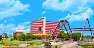 Holiday Inn Monterrey-Parque Fundidora - Monterrey - Vista del exterior