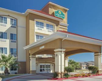 La Quinta Inn & Suites by Wyndham Corsicana - Corsicana - Gebäude