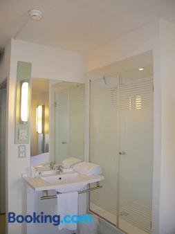Ibis Budget Toulon Centre - Toulon - Bathroom