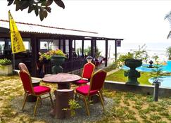 Latheena Resort - Mirissa - Patio