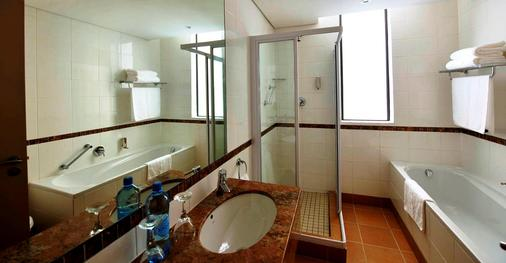 Strand Tower Hotel - Cape Town - Bathroom