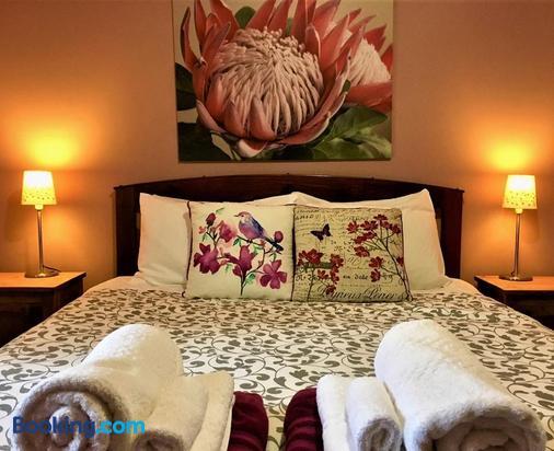 Sutton Spring Art Retreats - Daylesford - Bedroom