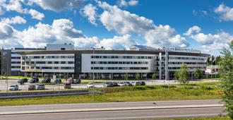 加勒穆恩機場優質酒店 - 歐倫薩可 - 耶斯海姆