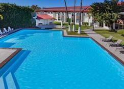 彼德拉斯內格拉斯溫德姆戴斯飯店 - 皮那德拉斯-內格拉斯 - 游泳池