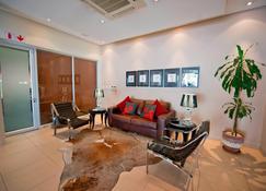 Protea Hotel by Marriott Windhoek Furstenhof - Windhoek - Sala de estar