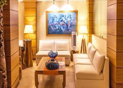 Sangai Continental The Boutique Hotel - Imphal - Sala de estar