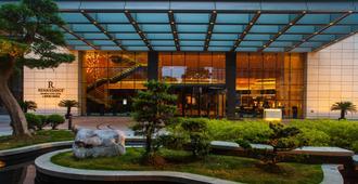 Renaissance Shanghai Putuo Hotel - Shanghai - Gebäude