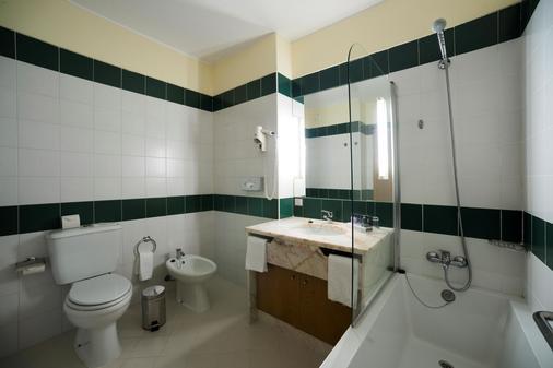 Hotel Vila Gale Marina - Vilamoura - Bathroom