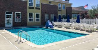 Quality Inn Mystic-Groton - Mystic - Pool