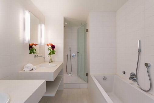 Room Mate Aitana - Amsterdam - Bathroom