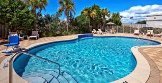 Hampton Inn & Suites Destin-Sandestin Area - Destin - Piscina