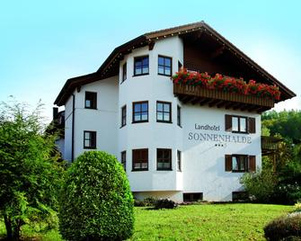 Landhotel Sonnenhalde - Bad Boll - Gebouw