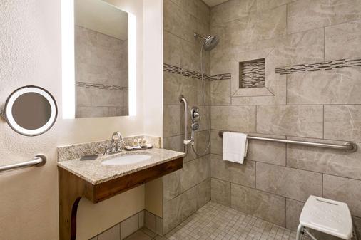 La Quinta Inn & Suites by Wyndham St. George - Saint George - Bathroom