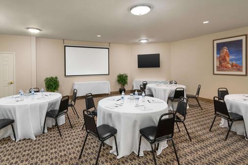 La Quinta Inn & Suites by Wyndham St. George - Saint George - Banquet hall