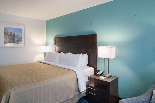 Quality Inn - Seaside - Bedroom