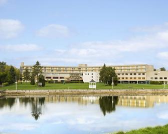 Ramada by Wyndham Belleville Harbourview Conference Centre - Belleville - Building
