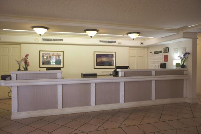 La Quinta Inn Austin University Area - Austin - Front desk