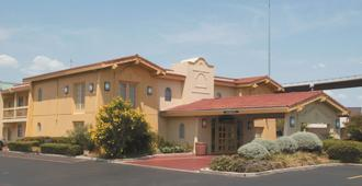 La Quinta Inn by Wyndham Austin University Area - Austin - Building