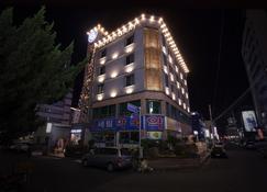 โรงแรมเกรย์ - ชังวอน - อาคาร