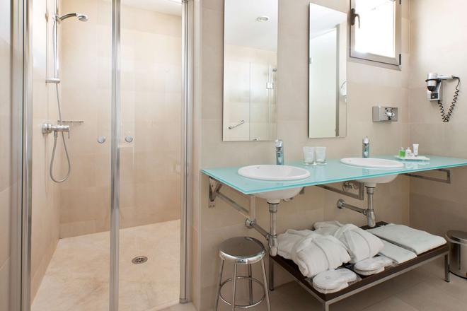 NH Alicante - Alicante - Bathroom