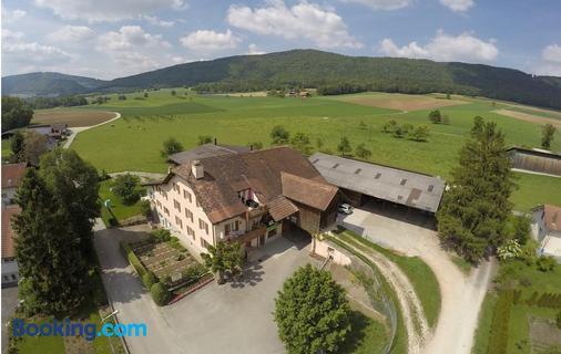Hôtel-Gîte Rural à 3 km de Delémont - Delémont - Building
