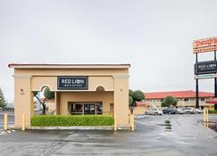 Red Lion Inn & Suites Redding - Redding - Building