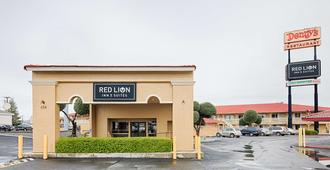 Red Lion Inn & Suites Redding - Redding