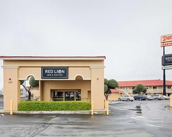 Red Lion Inn & Suites Redding - Redding - Building