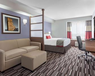 Microtel Inn & Suites by Wyndham Bonnyville - Bonnyville - Bedroom