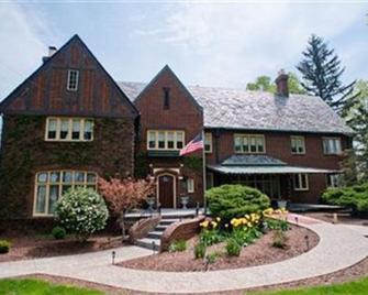The English Inn - Eaton Rapids - Edificio