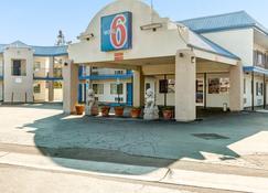 Motel 6 Visalia Ca - Visalia - Building