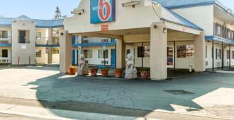 Motel 6 Visalia, CA - Visalia