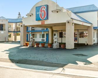 Motel 6 Visalia, CA - Visalia - Building