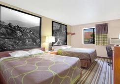 Super 8 by Wyndham Abingdon VA - Abingdon - Bedroom