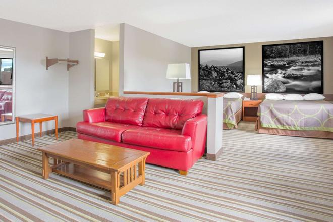 Super 8 by Wyndham Abingdon VA - Abingdon - Living room