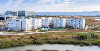Fairfield Inn & Suites by Marriott San Jose North/Silicon Valley - San Jose - Building