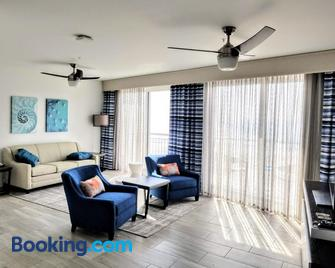 Provident Oceana Beachfront Suites - Treasure Island - Living room