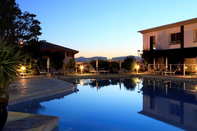 Best Western Plus Hotel La Marina - Saint-Raphaël - Uima-allas