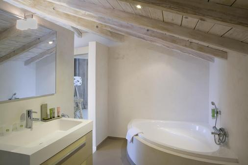 Best Western Plus Santa Maria - L'Île-Rousse - Bathroom