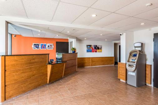 Motel 6 Fort Lee Petersburg - Va - Petersburg - Front desk
