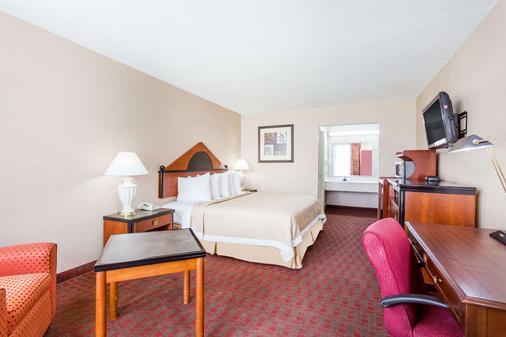 Days Inn by Wyndham Goldsboro - Goldsboro - Bedroom