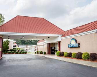 Days Inn by Wyndham Goldsboro - Goldsboro - Building