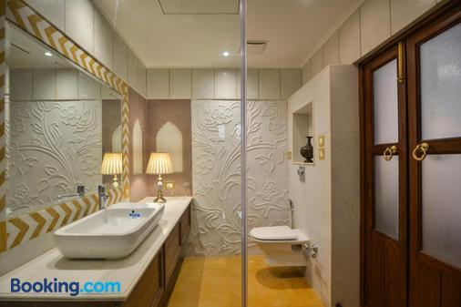 Welcomheritage Haveli Dharampura - New Delhi - Bathroom