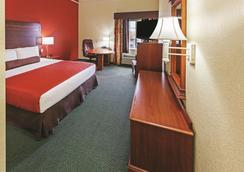 La Quinta Inn & Suites by Wyndham Weatherford - Weatherford - Bedroom
