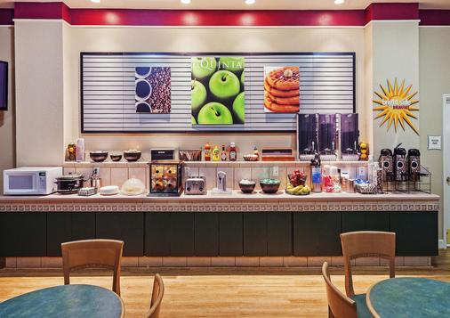 La Quinta Inn & Suites by Wyndham Weatherford - Weatherford - Buffet