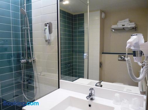 Ibis Styles Tours Centre - Tours - Bathroom