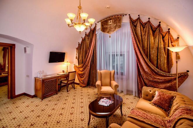 Citadel Inn Hotel & Resort - Lviv - Living room