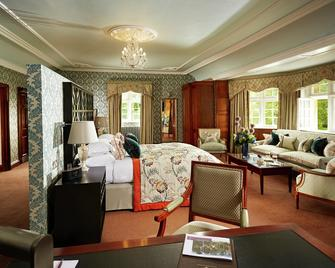 Manor House Hotel And Golf Club - Chippenham - Bedroom